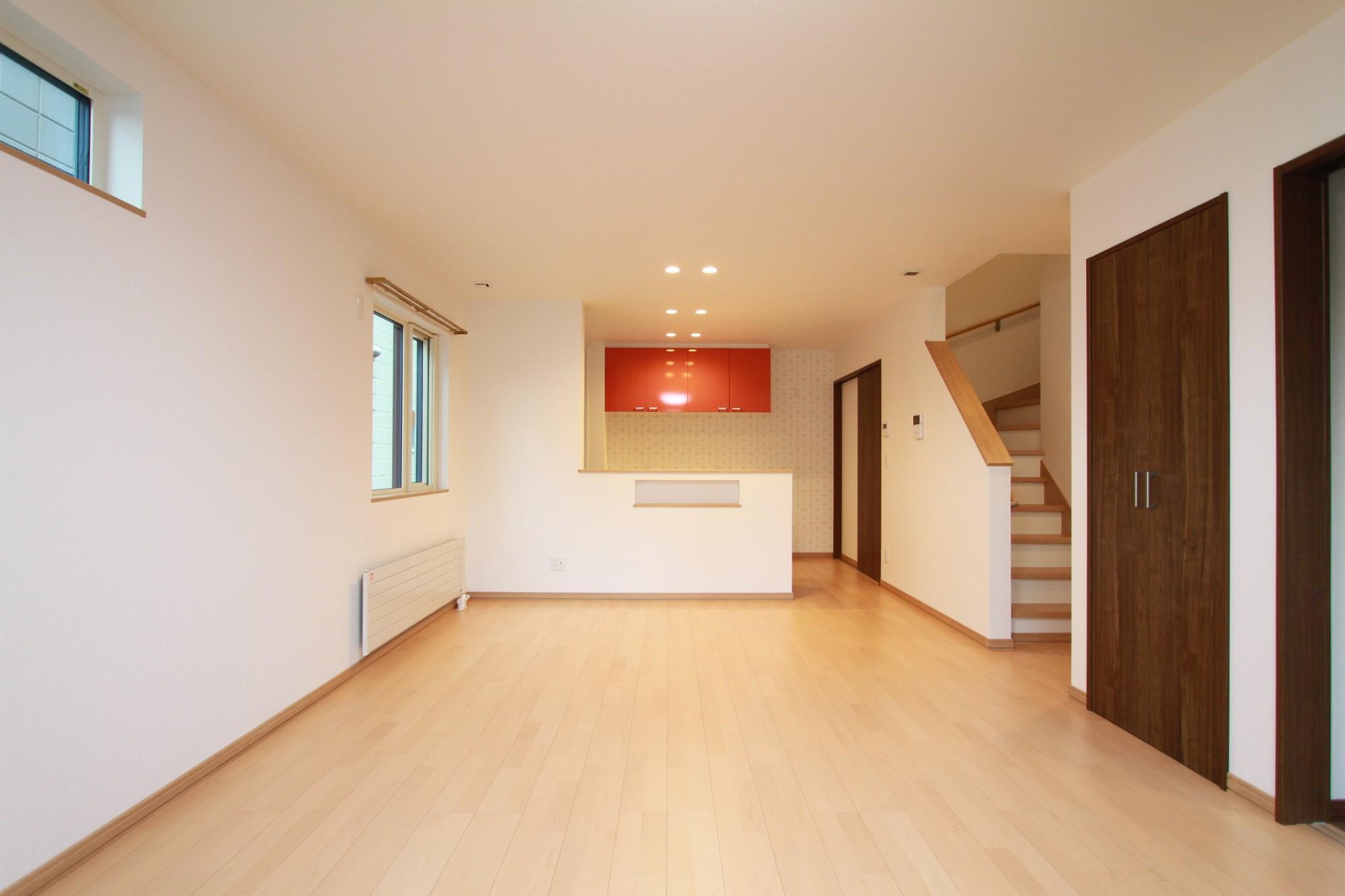 坂下ハウスの施工例 - 対面式のLDKで広々とした空間の家