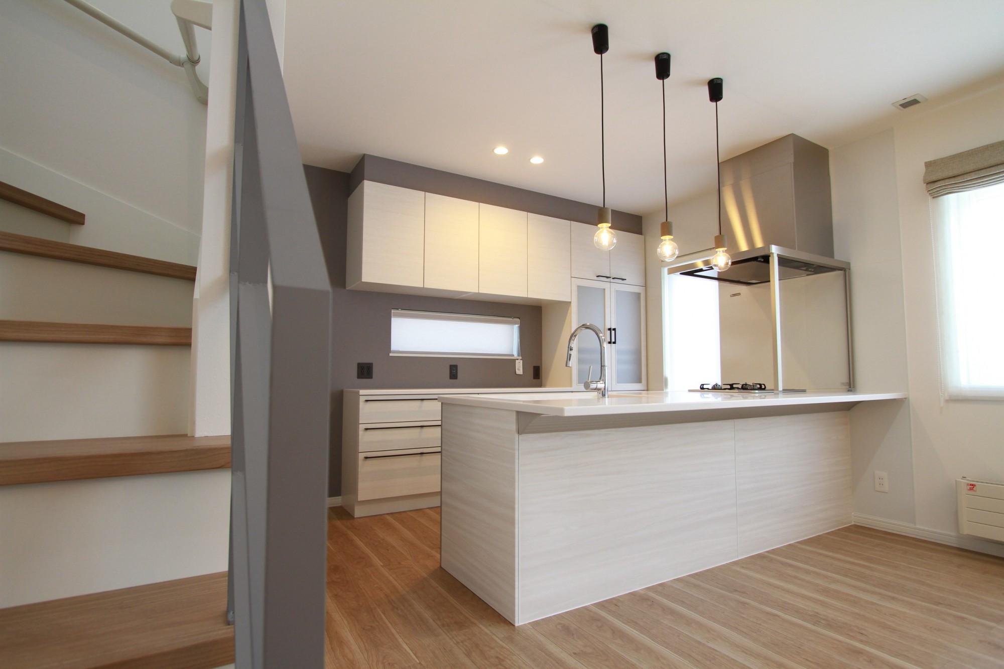 坂下ハウスの施工例 - オープンな空間と収納スペースを考えた家